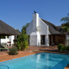 Property to let in Greyton – very spacious fully furnished 4 – 5 bedroom home with pool, jacuzzi, boma, horse paddock – Ref: SSOR