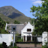 Property for sale in Greyton – well-positioned spacious thatched family home with separate guest cottage in beautiful shady grounds – Ref: SSO