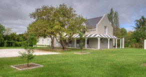 Self catering holiday accommodation in Greyton – De Hoop Victorian Farm House