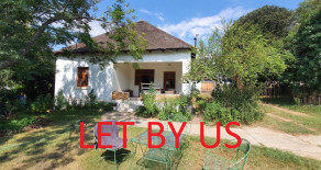 4 bedroom Farmhouse style home to let in Greyton – Ref: HBR