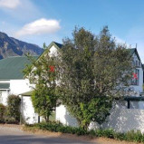 Light bright loft apartment to rent in central Greyton – Ref BL1