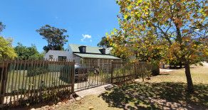 Spacious 2 bedroom historical cottage to let in Greyton – Ref: SQC